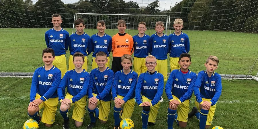 Fleming Athletic Under-13s in their Selwood kit